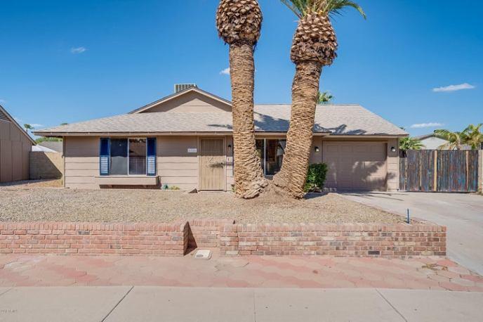 1326 W ROCKWELL Drive, Chandler, AZ 85224