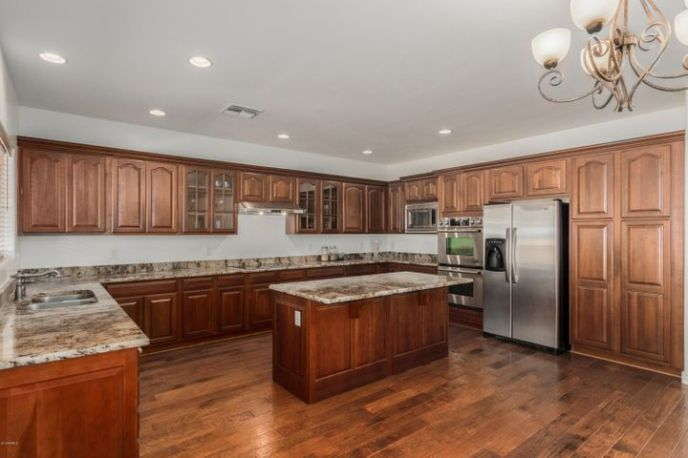 Upgraded kitchen cabinets and granite countertops