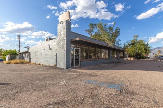 903 N SWAN Road, Tucson, AZ 85711
