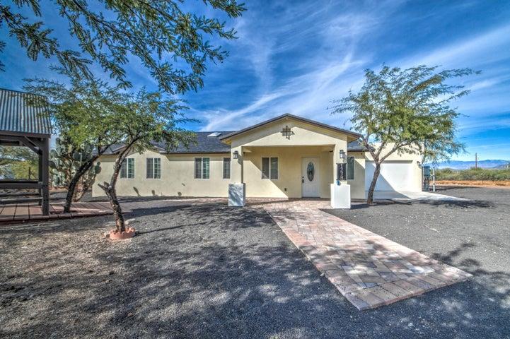 1238 E CAVALRY Road, New River, AZ 85087