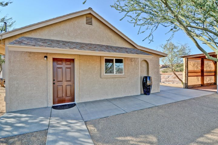 New paint and stucco on this great buy!!!