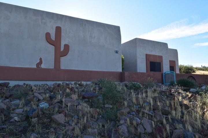 225 E CIRCLE MOUNTAIN Road, New River, AZ 85087