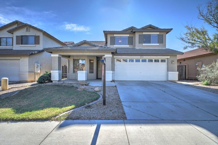 Welchome home to this spacious 4 bed, 2.5 bath home in Litchfield Park!