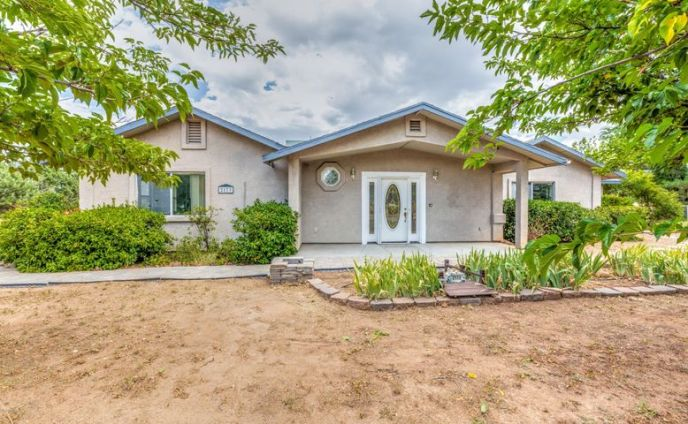 Welcom Home to this 2390sf on 1.1 Acres