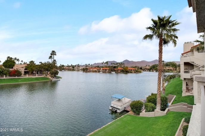 Unbelievable lake and mountain views from this beautiful 3 bed/3 bath townhome