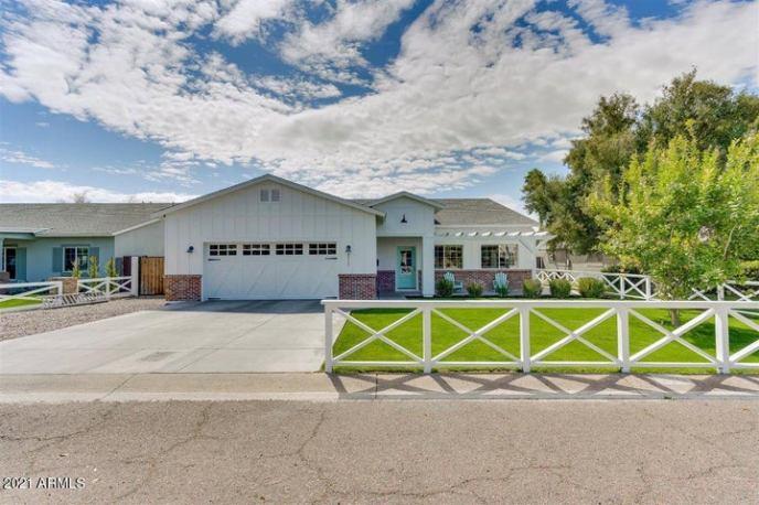 4311 E EARLL Drive, Phoenix, AZ 85018