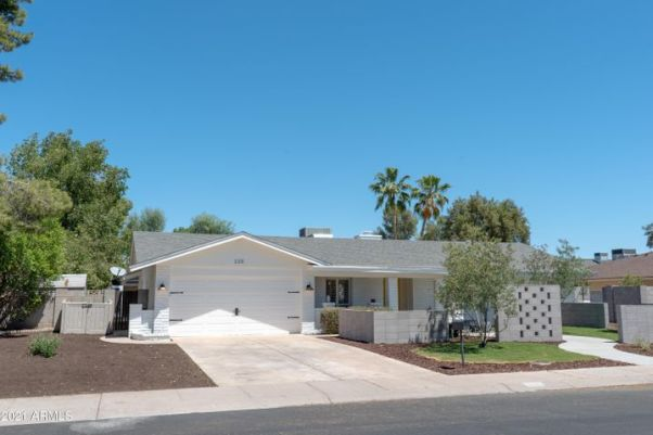 220 W WALTANN Lane, Phoenix, AZ 85023