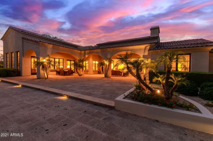 Great Silverleaf living on 3/4 acre lot... one of the largest in subdivision!