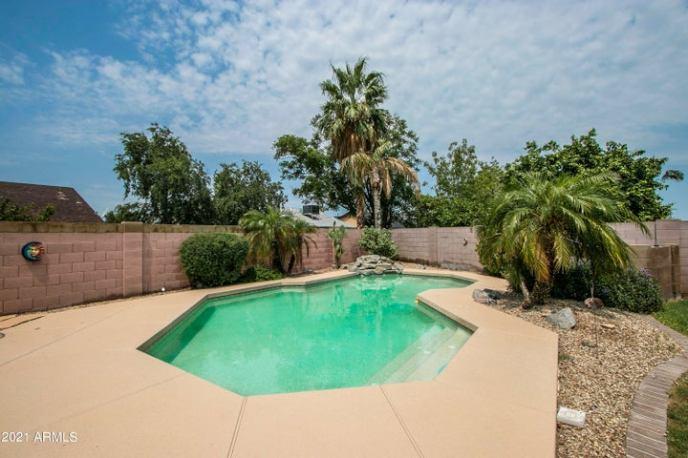 6126 N 86TH Drive, Glendale, AZ 85305
