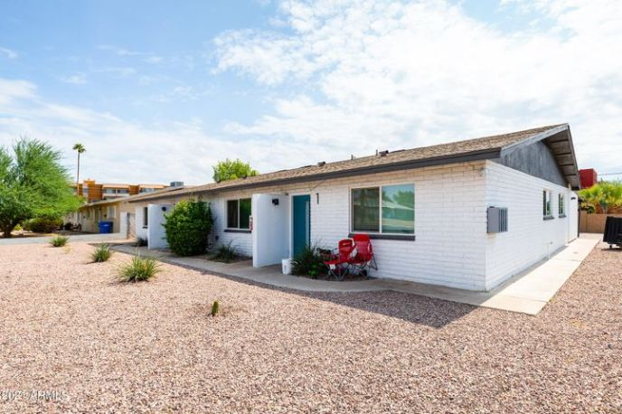 3429 E Earll Drive, Phoenix, AZ 85018