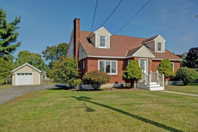 31 Richardson St, Pittsfield, MA 01201
