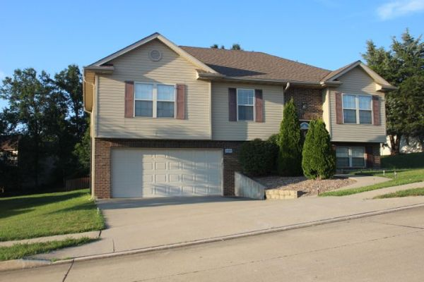 2505 THORNBERRY DR, COLUMBIA, MO 65202