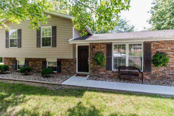 1703 N MAPLEVIEW DR, COLUMBIA, MO 65202