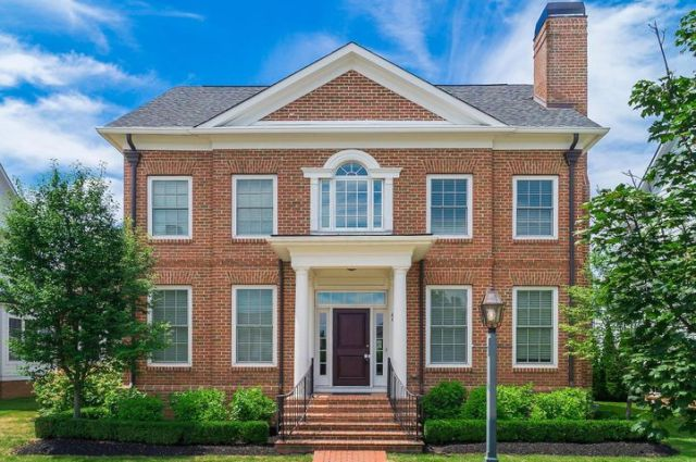 4045 Chelsea Green W, New Albany, OH 43054