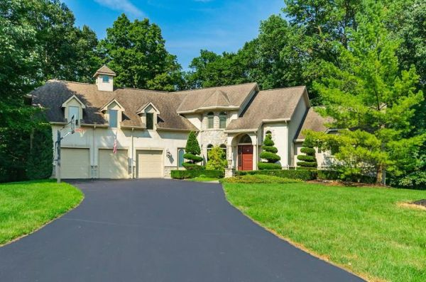 3265 Woodstone Drive, Lewis Center, OH 43035