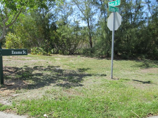 Great corner lot to build your home!!