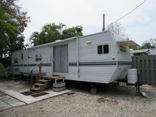 View of Mobile Home 2002 Comes fully furnished