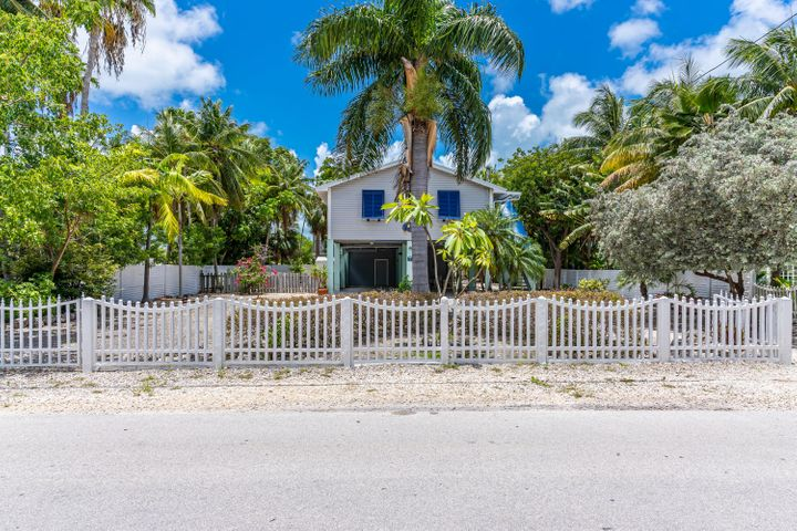 Large fenced lots affords the luxury of privacy