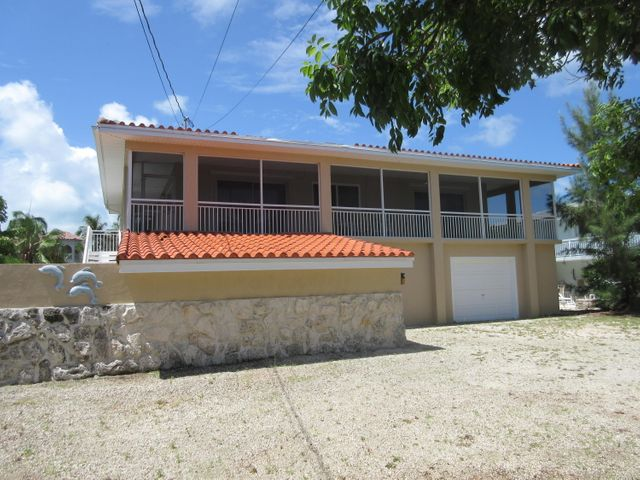 2BR 1BA waterfront home on Duck Key with wrap around screened in porch