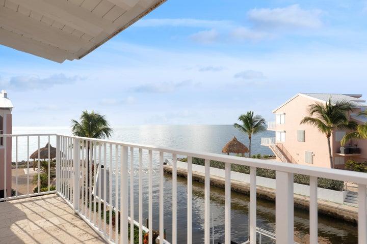 Master en Suite Balcony looking out to Ocean