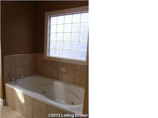 4518 Biles Ct,Louisville,Kentucky 40299,3 Bedrooms Bedrooms,6 Rooms Rooms,3 BathroomsBathrooms,Residential,Biles,1354172