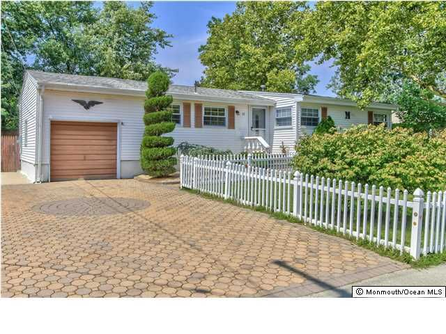 11 Fleetwood Drive, Hazlet, NJ 07730