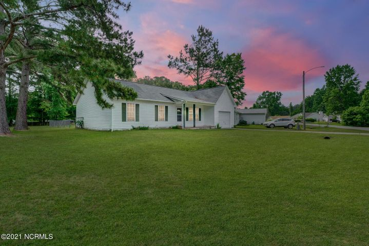 128 Sweetwater Drive, Jacksonville, NC 28540