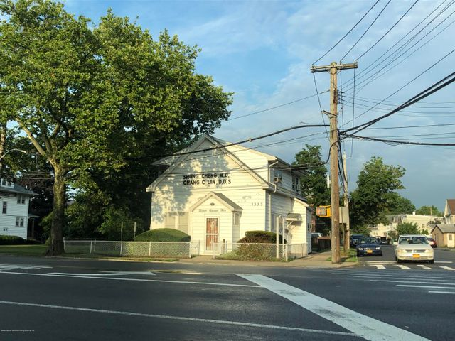1303 Richmond Ave, Staten Island, NY 10314