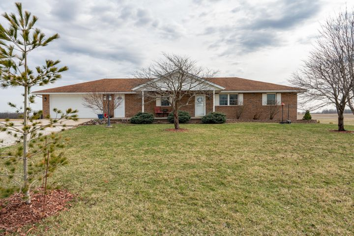 1869 County Road 1440, Moberly, MO 65270