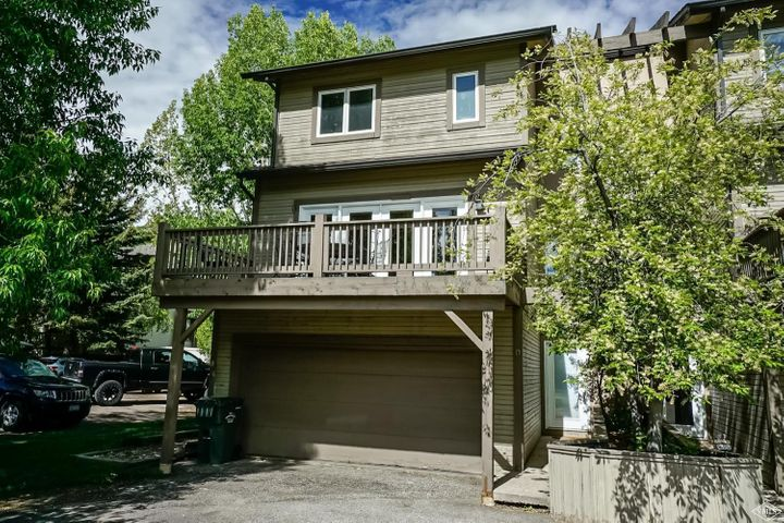 Completely remodeled and furnished corner unit townhome. Bright & spacious 4BR/4.5BA on 4 levels. Each bedroom has it's own private bathroom. Beautiful wood floors in the large living area. Two car garage plus reserved surface parking space. Three separate entrances for roommates or guests. Large deck facing the Eagle-Vail Pool. Walk to playground, tennis, community garden, golf driving range & bus stop.