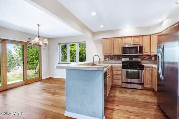 Best unobstructed views down valley! and best location at the Overlook. Gorgeous views down valley. New roof, new exterior paint in 2019. New wood floors and interior paint 2020.