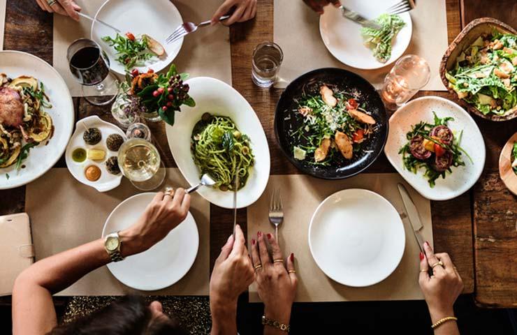 5 estrategias para no perder la dieta cuando comes en un restaurante  Revista Amiga