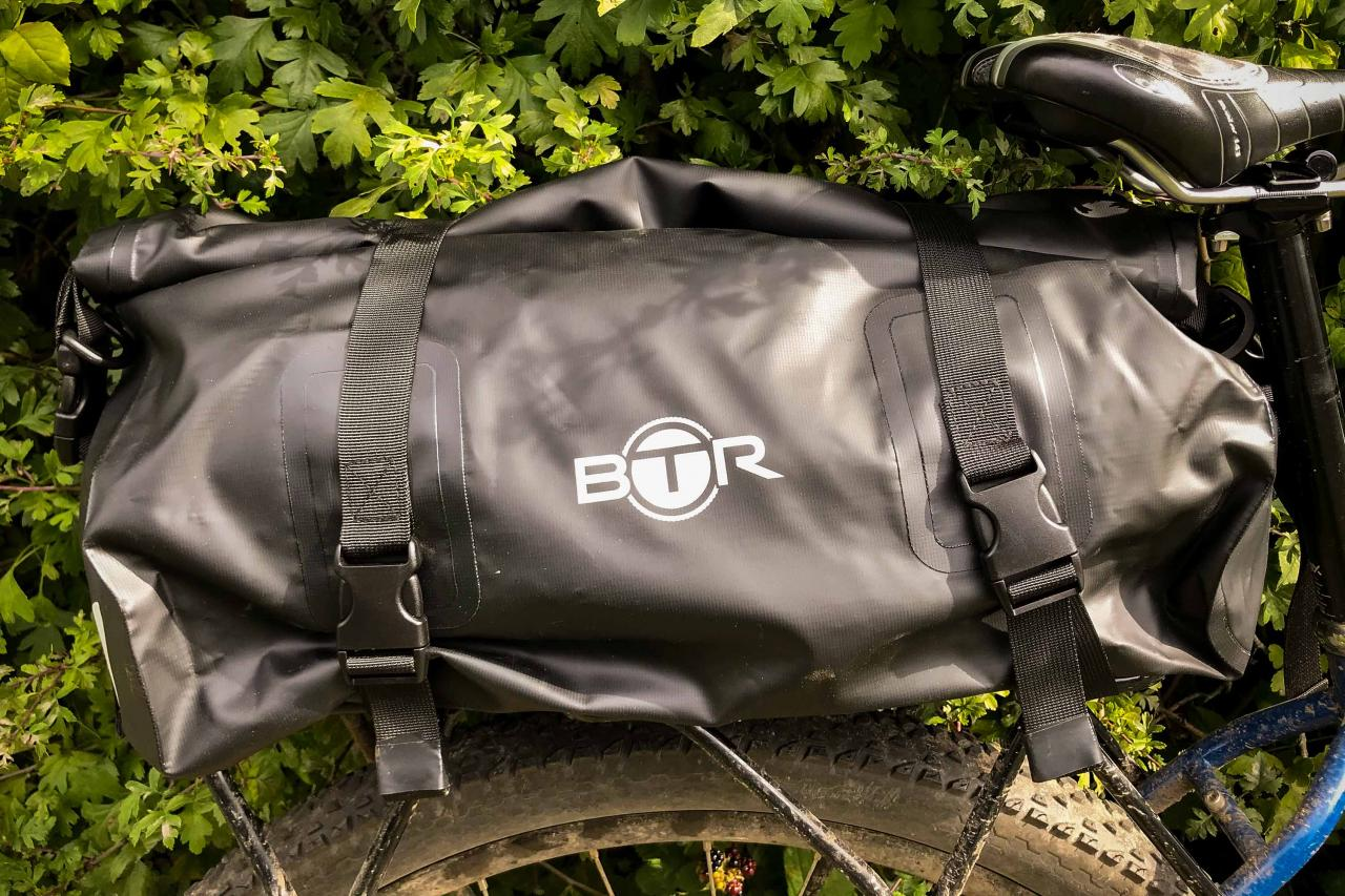 review btr waterproof bike rack bag