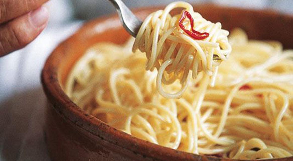 Ricetta Spaghetti Aglio Olio e Peperoncino  Roba da Donne