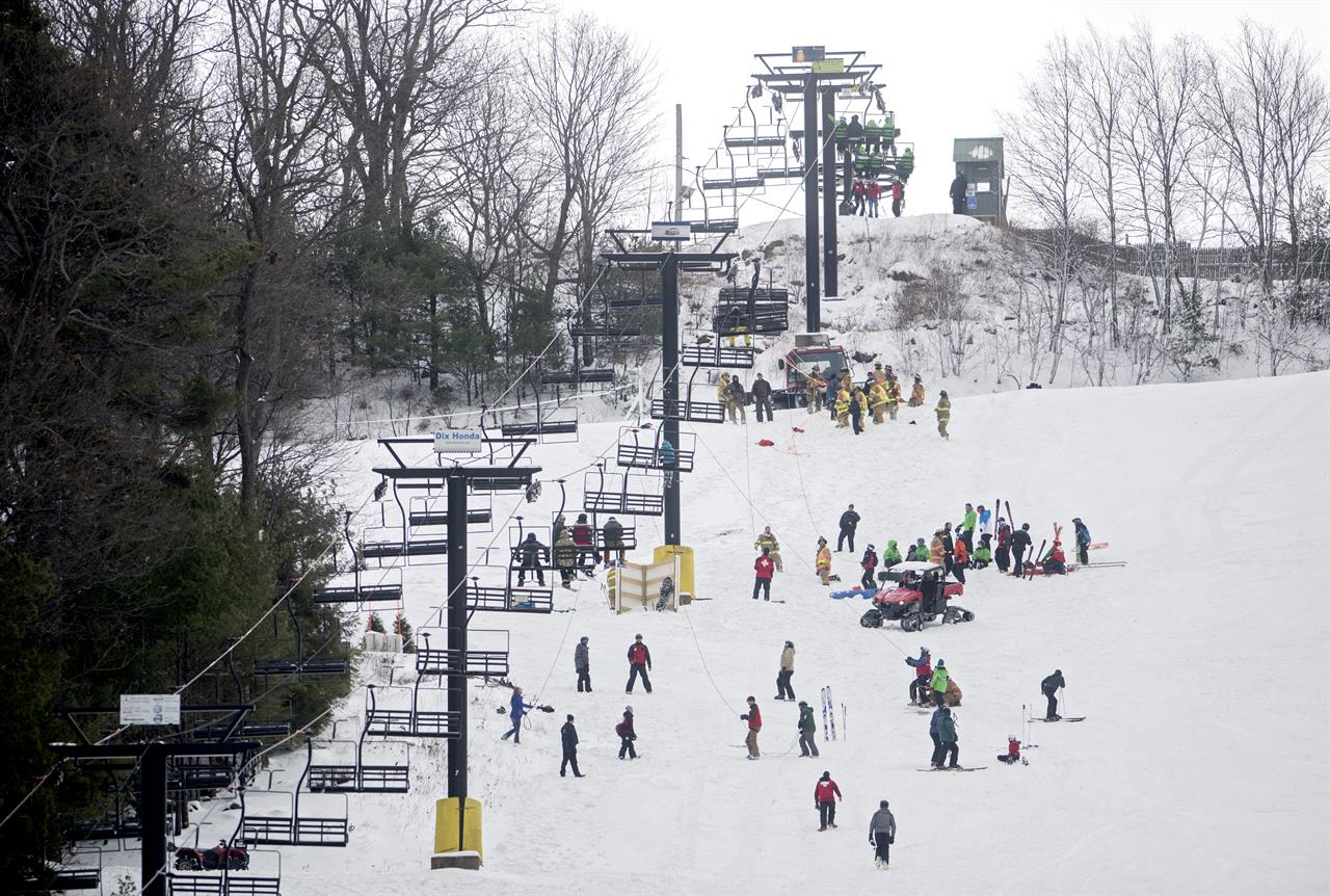 ski chair lift malfunction steel on wall strands dozens 5 have minor injuries