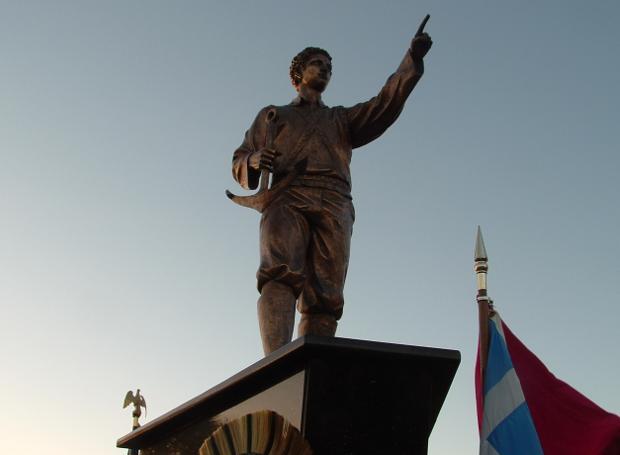 Το άγαλμα του Θεόδωρου στην πόλη Κλιαργουότερ της Φλώριδας