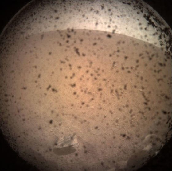 InSight acquired this image of the area in front of the lander using its lander-mounted, Instrument Context Camera (ICC). Image credit: NASA / JPL-Caltech.