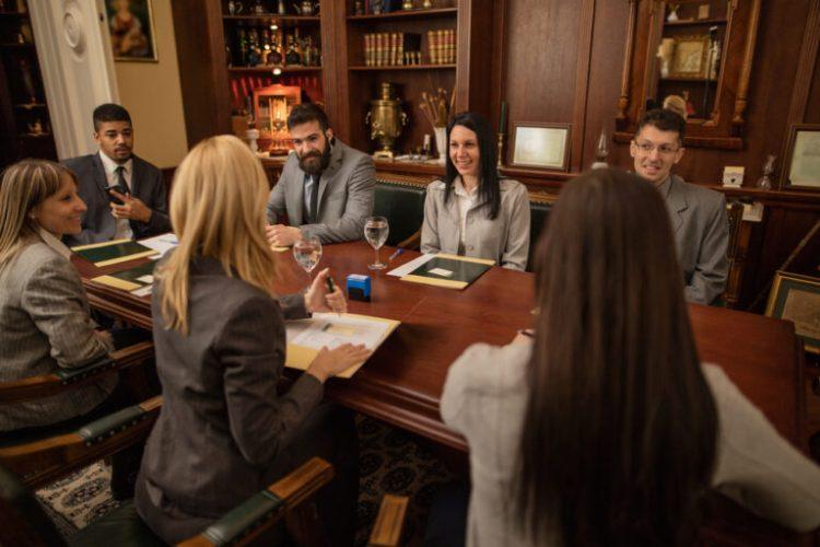 Tactiques de marketing numérique pour soutenir le marketing des cabinets d'avocats.