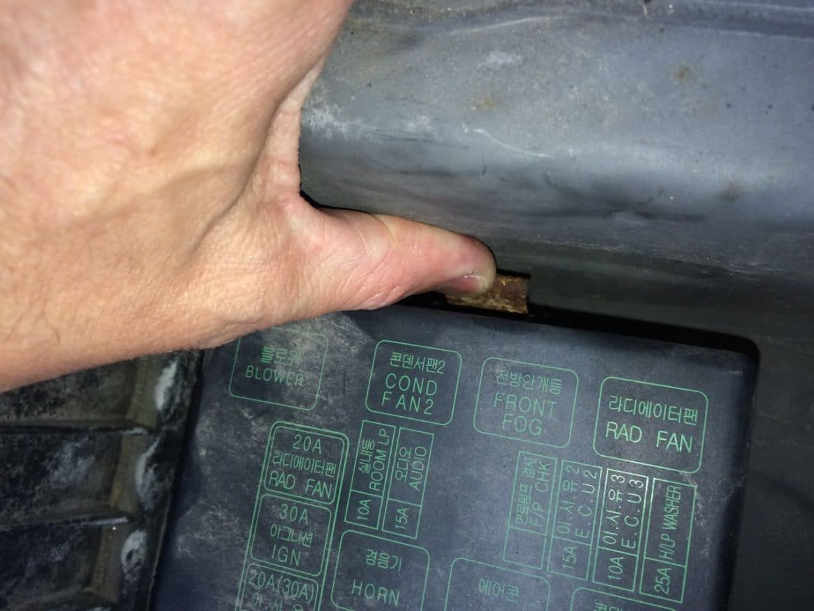 hight resolution of prying away the top fuse box lid tab
