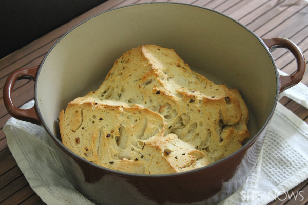 Garlic rosemary dutch oven bread loaf