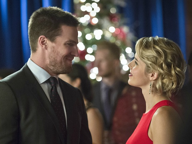 Arrow Season 4 Episode 9 - Oliver and Felicity