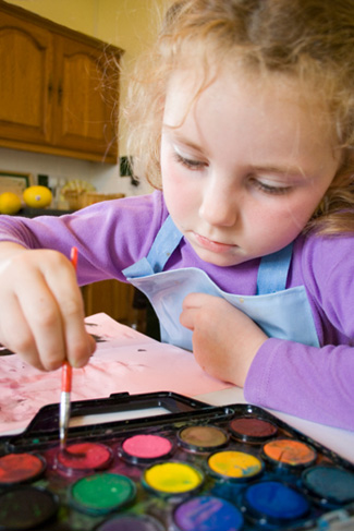 girl paiting with watercolors