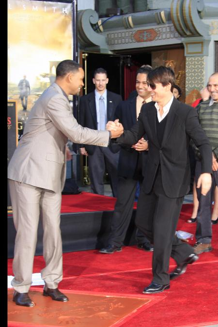 https://i0.wp.com/cdn.sheknows.com/filter/l/gallery/will_smith_tom_cruise_la_premiere_i_am_legend.jpg