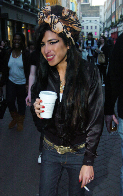 starbucks celebs - Amy Winehouse