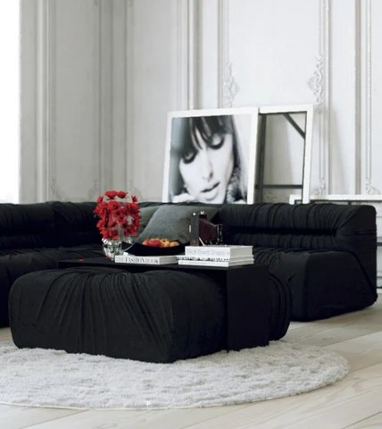 Black and white contrasts have increasingly become a central part of Parisian chic