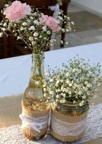 flores decorativas em potes de vidro decorados. Imagem Pinterest via Revista Artesanato