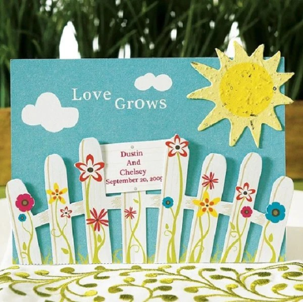 LOVE GROWS FENCE SIGN CARD