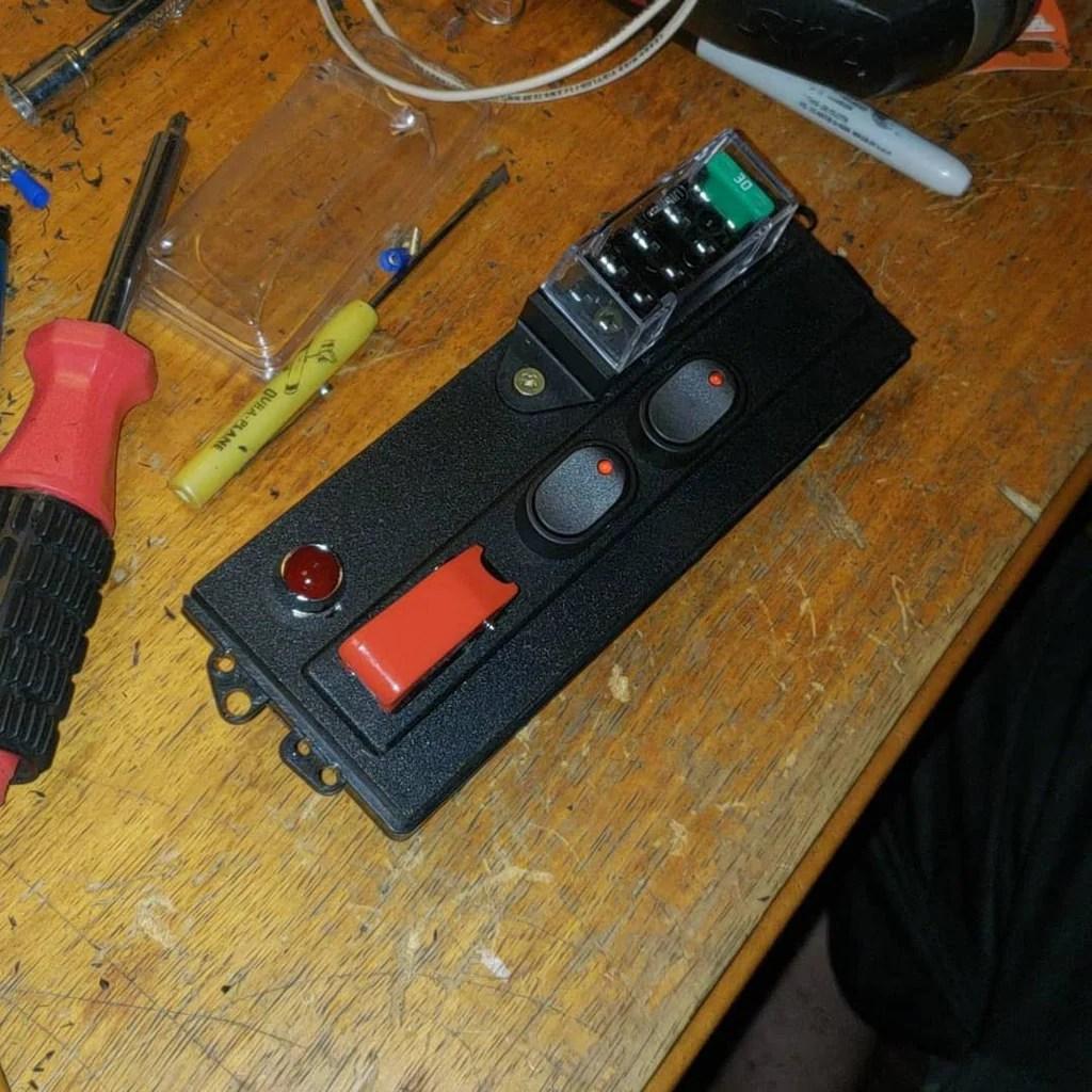 medium resolution of 94 mazda miata ignition u0026 accessory switches w covered fuse box u002794 mazda miata