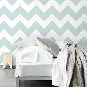 Colorare anche una sola parete di una stanza può produrre diversi effetti visivi. Pareti A Righe Colori Misure E Tipologie Con Vernici O Parati Handyfaidate It
