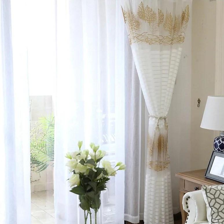 rideau voilage blanc motif dore
